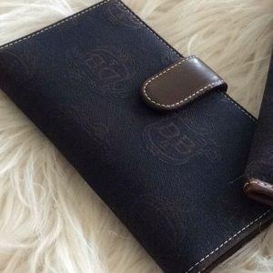 Dooney & Bourke Bags - Vintage 💞DOONEY & BURKE💞bundle of two
